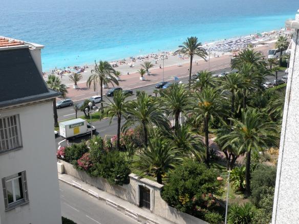 Asa se vede Promenade des Anglais de pe acoperisul hotelului nostru (unde se afla si piscina :))