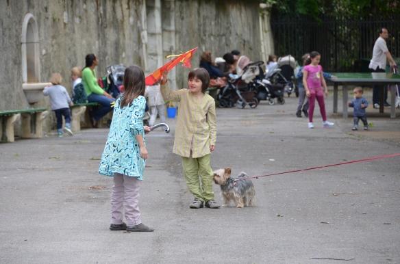 Copii jucandu-se. Geneva. Foto: ©Slowaholic