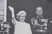 Detaliu: banner imens cu ocazia Jubileului Reginei
