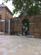 Intrare în curtea Galeriei Saatchi din Londra.  Photo: ©Slowaholic