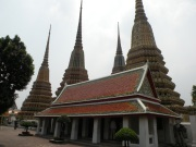 Wat Pho are aproximativ 80.000 mp, fiind unul dintre cele mai mari temple din Bangkok.