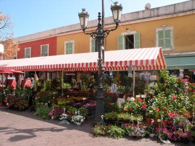 Piață în Vieux Nice (zona veche din Nisa). Franța. Foto: ©SLOWAHOLIC.