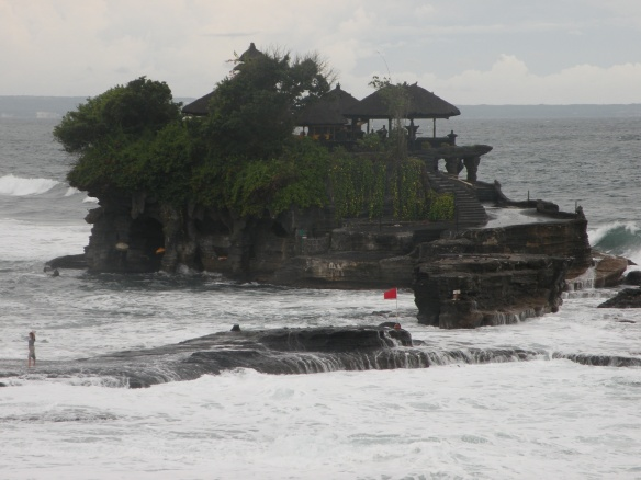Tanah Lot. Bali, Indonesia 2009  Photo: ©SLOWAHOLIC.