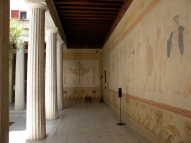 Peristil (curtea interioară). Villa Grecque Kerylos. Photo: ©SLOWAHOLIC