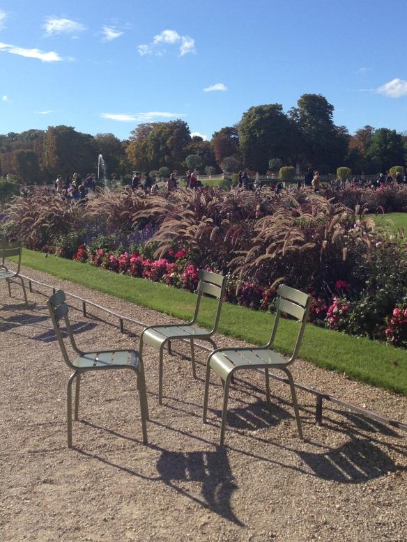 Silent Conversation. Jardins de Luxembourg, Paris. October 2013 Photo:  ©Slowaholic