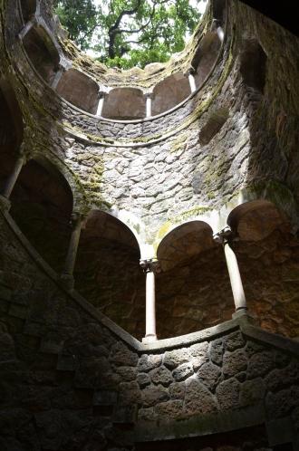 Puțul inițierii. Initiatic Well. Quinta da Regaleira, Sintra, Portugal. Photo: ©SLOWAHOLIC