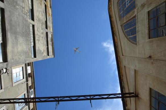 Zbor peste LX Factory, Lisabona Flight over LX Factory, Lisbon, Portugal Photo: ©SLOWAHOLIC