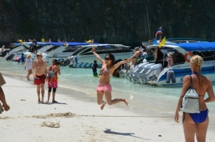 I belieeve I caaan flyyy Maya Beach, Koh Phi Phi. Photo: ©SLOWAHOLIC