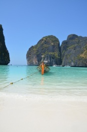 Și totuși, este un paradis... And still, it's paradise... Maya Beach, Koh Phi Phi. Photo: ©SLOWAHOLIC