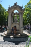 Fântână. Fountain. Largo do Carmo, Lisboa. Foto: ©Slowaholic