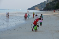 Sea gypsy kids playing. Ko Phi Phi Photo: ©Slowaholic