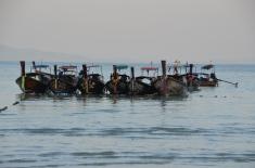 Bărci tailandeze cu coadă lungă. Long tail boats. Ko Phi Phi Photo: ©Slowaholic