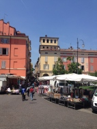 Saturday Market. Piacenza, Italy Photo: ©Slowaholic