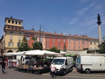 Saturday Market. Piacenza, Italy Photo: ©Slowaholic