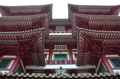 Front yard. Spectacular architecture. Buddha Tooth Relic Temple & Museum, Singapore Photo: ©Slowaholic