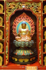 Statuetă. Statue. Buddha Tooth Relic Temple & Museum, Singapore Photo: ©Slowaholic