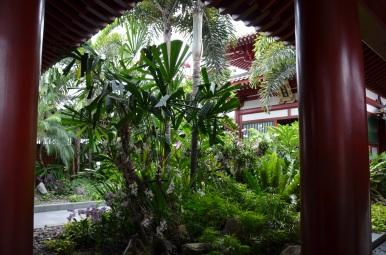 Grădina de pe acoperiș. Roof top garden. Buddha Tooth Relic Temple & Museum, Singapore Photo: ©Slowaholic