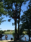 Slowaholic prin copaci. :) Cascada tirolienelor. Un traseu pe cinste. Nerecomandat celor cu probleme cu inima sau rău de înălțime. :) Parc de aventură Comana. Foto: ©Slowaholic