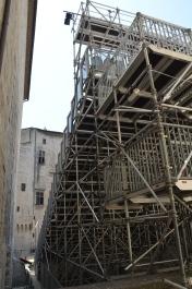 La Castelul Papilor din Avignon este una dintre cele mai mari scene ale Festivalului de Teatru. După eveniment scena este demontată. Foto: ©Slowaholic